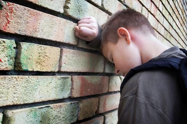 Как уберечь ребенка от токсикомании