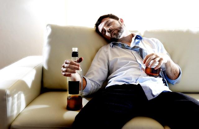 Как вывести из запоя алкоголика если он не хочет