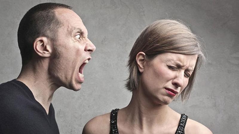 Трезвый алкоголик кричит на жену